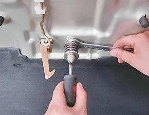Как заменить и отрегулировать замок капота на ВАЗ 2113, 2114, 2115