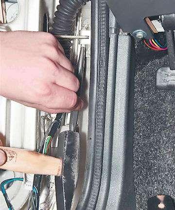 Как снять и установить ограничитель открывания передней двери ВАЗ 2114, 13, 15