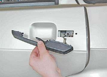 Как снять и установить наружную ручку задней двери на ВАЗ 2114, 13, 15