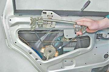 Как снять  и установить стеклоподъемник на задней двери ВАЗ 2114