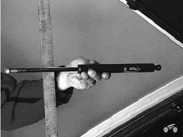 Как снять и установить упоры двери задка ВАЗ 2114