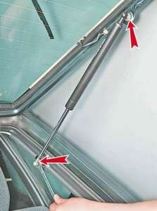 как самостоятельно заменить газонаполненные упоры задней двери ваз 2114-13