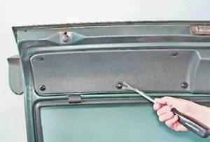 как заменить обивку двери багажника на ваз 2114