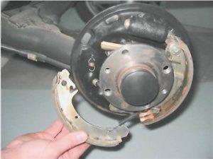 меняем колодки на задних колесах ЛАДА
