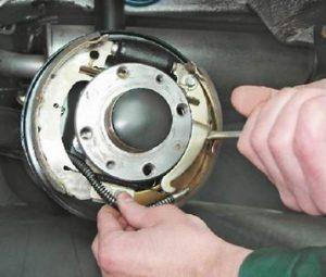 меняем тросик ручника на ваз 13, 14, 15, 08, 09, 099