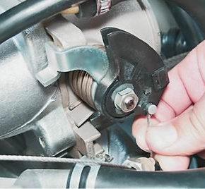 Как поменять трос привода дроссельной заслонки на ВАЗ 2113, 2114, 2115