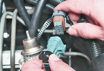 Как снять и установить топливную рампу двигателя 2111 (1,5i) на ВАЗ 2114