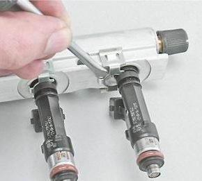 Как снять и установить топливную рампу двигателя 2111 (1,5i) на ВАЗ 2114, 13, 15