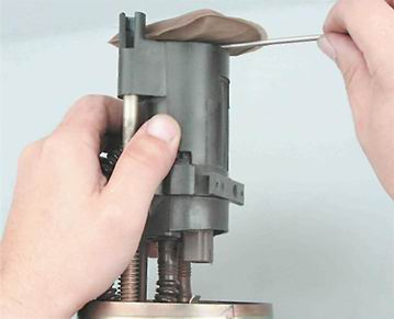 Как заменить сетчатый фильтр бензонасоса на ваз 2114 с двигателем 1,5i